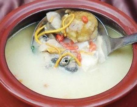 金针菜下奶的做法:金针菜鲫鱼汤.jpg